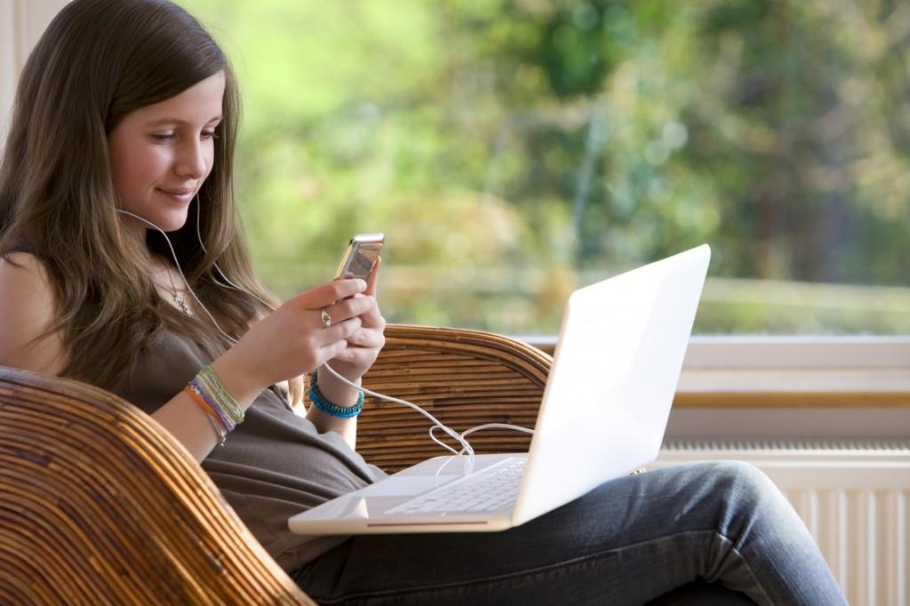Portugueses acedem cada vez mais à Internet via móvel