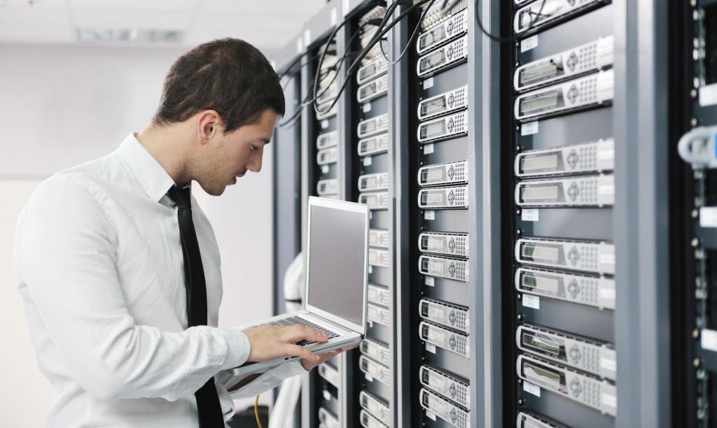 Emprego: Procuram-se Administradores de BD e Programadores