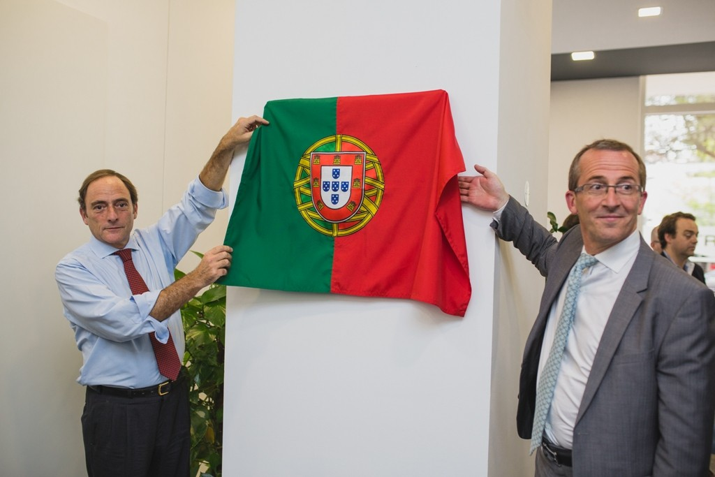 Vice-primeiro-ministro Paulo Portas e Cyril Roger, vice-presidente execu...