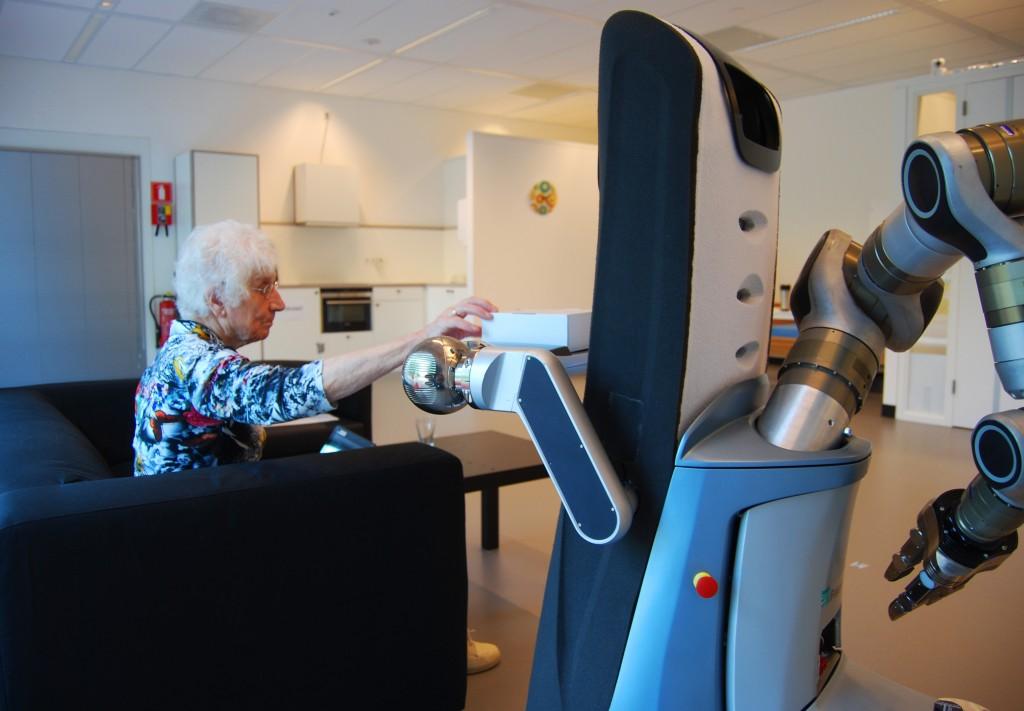 Cáritas de Coimbra testa robô inovador no apoio ao idoso