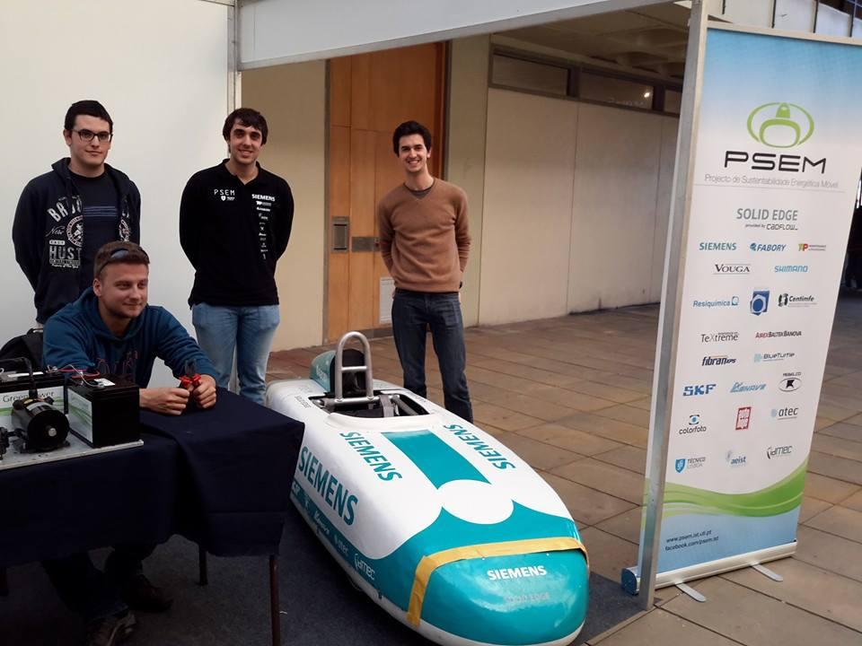 Estudantes portugueses apresentam carro de corrida elétrico