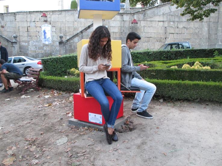 Cubus – Banco de jardim com sistema de carregamento de baterias