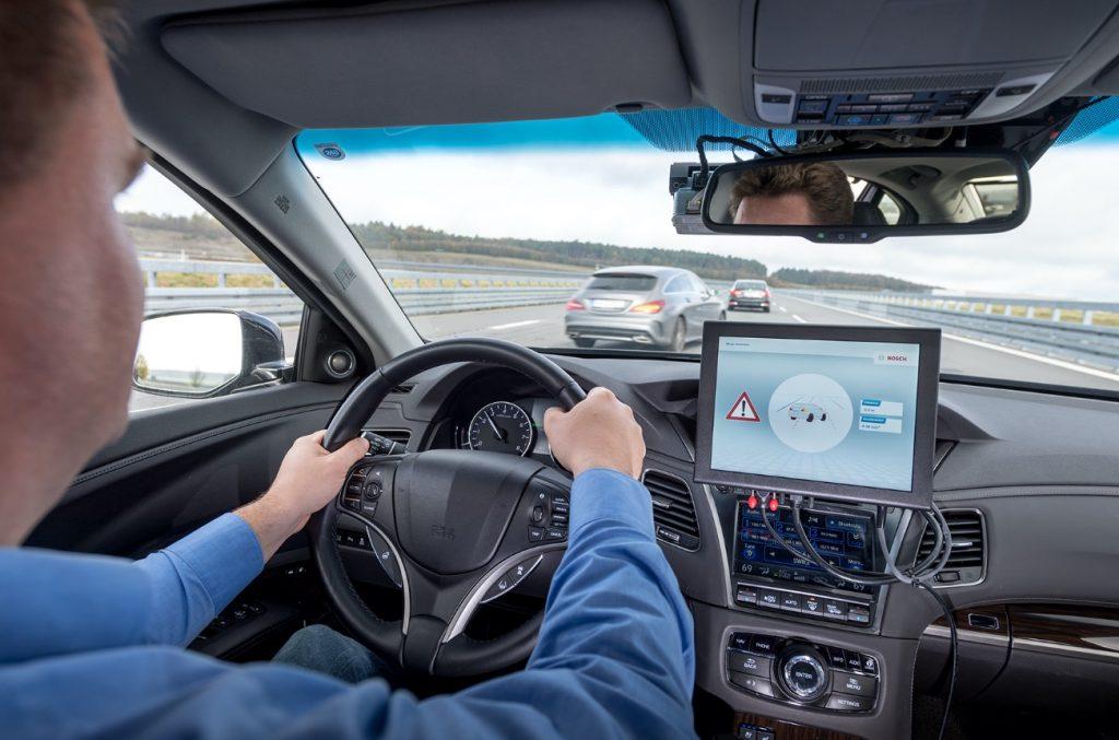 Bosch, Vodafone e Huawei tornam possível a comunicação entre carros inteligentes